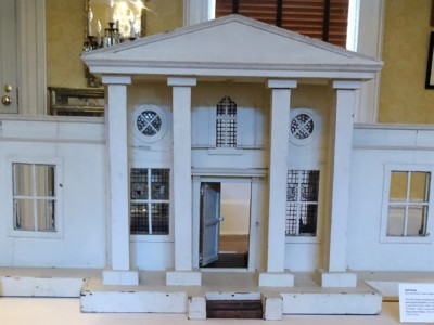 Friday Favorites: Dollhouses